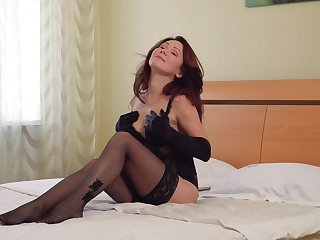 Sex-appeal Russian woman yield 50 Ptica is masturbating in gloves