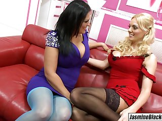 Stacey Saran dives into Jasmine Dismal pussy tongue fucking her