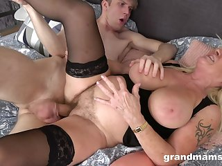 Deep sex with his mature auntie whose pussy feels so great