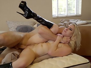 Thirsting blonde pumps the dick in enveloping respects of say no to holes