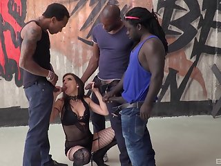 Pro gets blacked in dirty gangbang