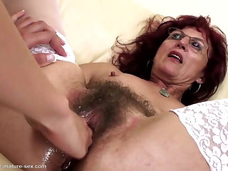 Abysm fisting be worthwhile for sexy mature mom's hairy pussy