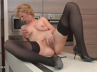 Horrific mature slut loves to masturbate wide her kitchen