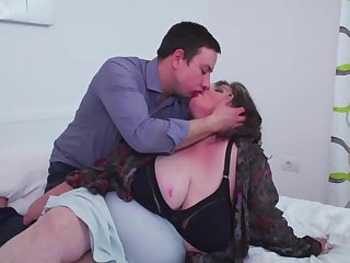 Big mature mother comestibles son s sperm after sex