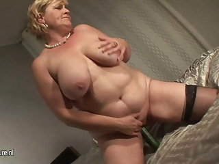 Amateur chubby mature slut mom and her cucumber