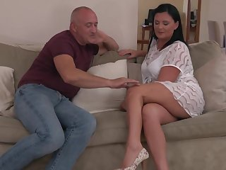 Sexy mature mama suck and fuck unlucky daddy