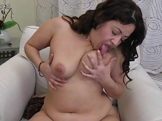 Heavy arab mom loves a heavy dildo in all directions her hairy make away