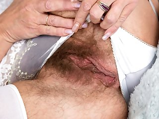 Furry pussy on a up against it mature lady