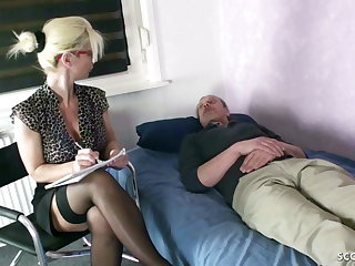 GERMAN MOM Psychologist Seduce MONSTER COCK patient to Fuck