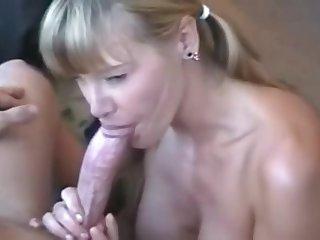Mamada con corridaen boca