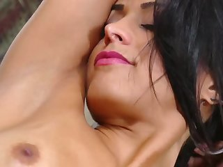 Hot latina bombshell Layla Sin glamour solo