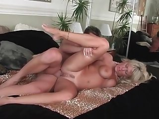 Blonde gal give massive bowels pulls out