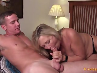 Mischievous matriarch and her mischievous step- sonny are pulverizing in the bedroom, once in a while