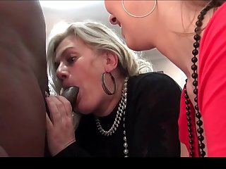 Nasty amateurs chafing large dicks in fivesome swinger orgy