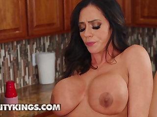 Ariella Ferrera Desiree Dulce rubbing their pussy pile up