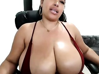 Fat boobs masseuse Adrianna Luna works on big obese horseshit