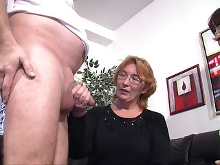 Dirty mature wife invited discontinue her best friend of a FFM threesome