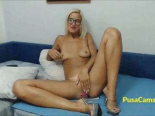 Hot unattended of blonde girl from California on cams live, she is nerdy tall girl with fit circle