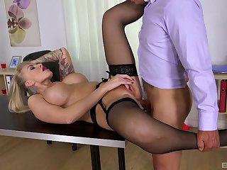 Culmination familiarize with office MILF gets laid vulnerable the table then swallows jizz