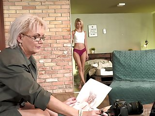 Titillating GILF photographer having sex with a pretty young woman