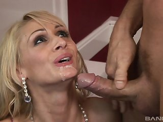 Energized nude porn all round a slim blonde addicted to the cock