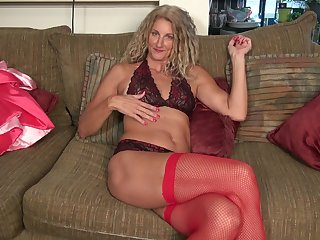 Video of solo grown up Zoe Marks sucking and poking a large dildo